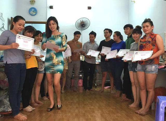 Các học viên của Trung tâm dạy cắt may Trang Nhung.