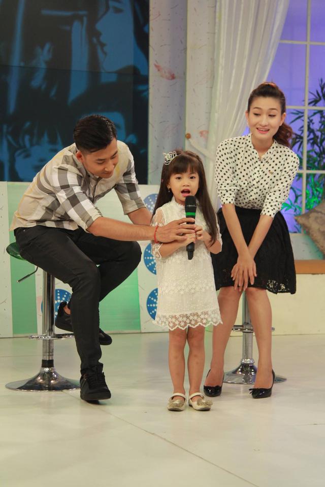 Hiện tại, Quỳnh Hoa dành nhiều thời gian cho việc tập luyện tại nhà hát. Vở kịch mà cô tham gia dự kiến sẽ ra mắt khán giả trong tháng 10 tới.