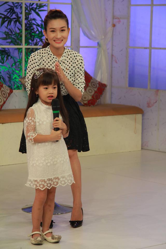 Xuất hiện cùng mẹ tại chương trình trực tiếp nhưng bé Hà An rất tự nhiên. Cô bé khám phá xung quanh trường quay trong khi chờ lên sóng. Ngoài ra, bé Hà An còn gửi tặng khán giả một tiết mục dễ thương.