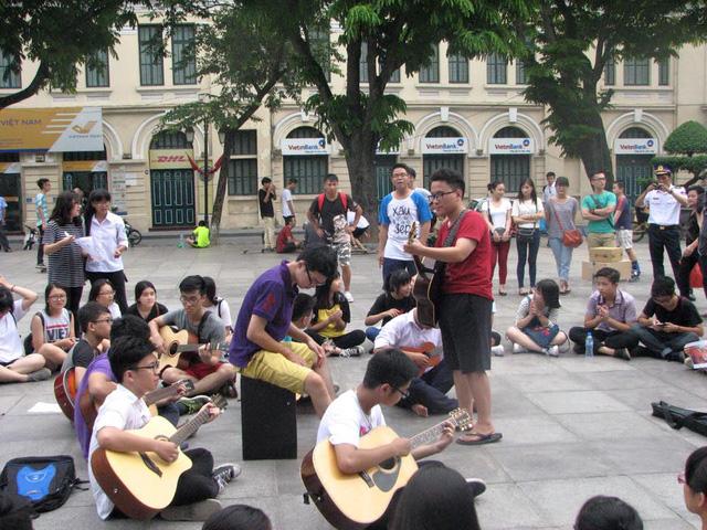 Chiến dịch Du ca tình nguyện của KHÁC diễn ra tại vườn hoa Lý Thái Tổ