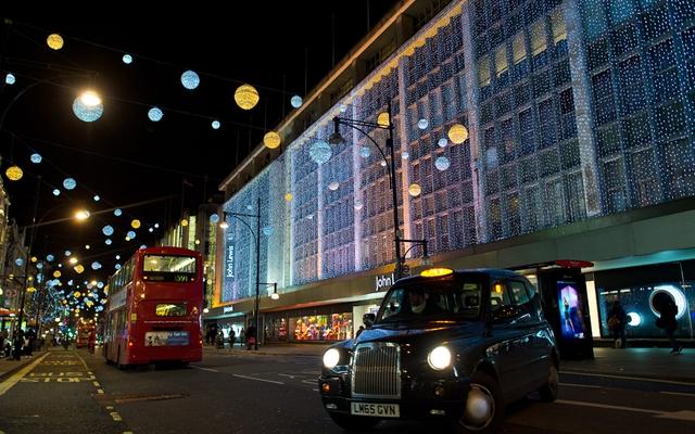 Vẻ đẹp Giáng sinh đậm chất cổ điển ở một góc phố Oxford, Anh.