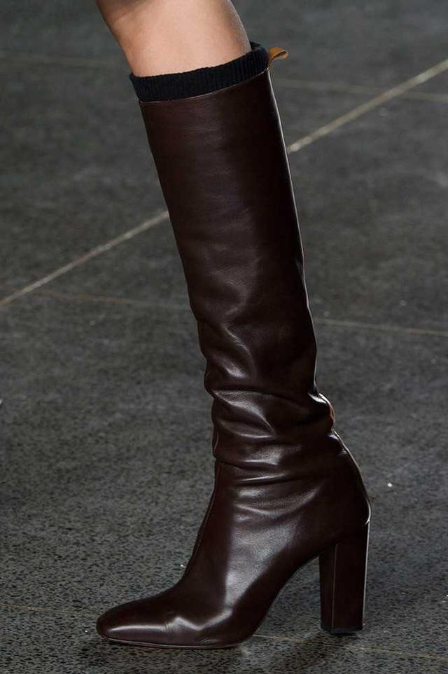 Boots da cao cổ của Paul Smith lôi cuốn bởi sự đơn giản, thanh lịch.