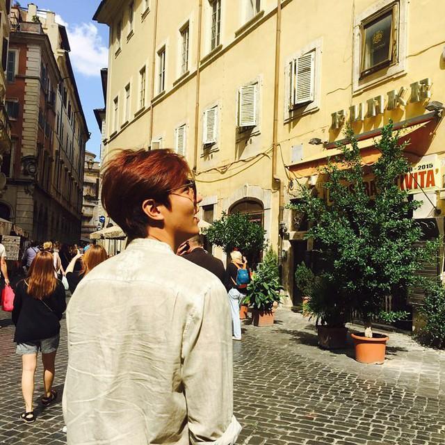 Lee Min Ho khoe ảnh trên đất Ý, Ha Ji Won quyến rũ ở Hawaii | VTV VN