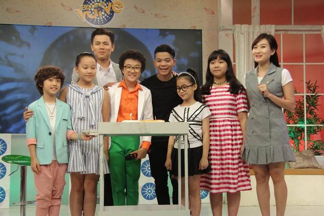 Tuy chỉ vừa tròn 12 tuổi nhưng Hoàng Anh Doraemon đã thể hiện sự chuyên nghiệp cũng như bản lĩnh sân khấu khi biểu diễn trước đám đông khán giả