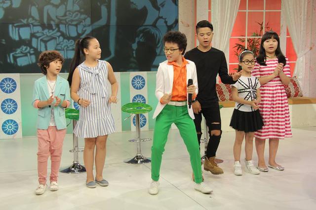 Là khách mời của Bữa trưa vui vẻ, Hoàng Anh Doraemon, Quang Anh cùng các thí sinh khác của cuộc thi Giọng hát Việt nhí đã mang tới cho khán giả một làn gió mới bằng những phần trình diễn sôi động, tràn ngập tiếng cười