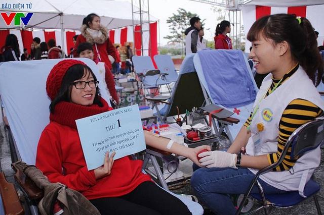 """Chương trình hiến máu với tên gọi Trao giọt máu yêu thương"""" dự kiến tiếp nhận 2.500 đơn vị máu, đồng thời cập nhật danh sách và có vị trí cho tình nguyện viên nước ngoài hiến máu."""