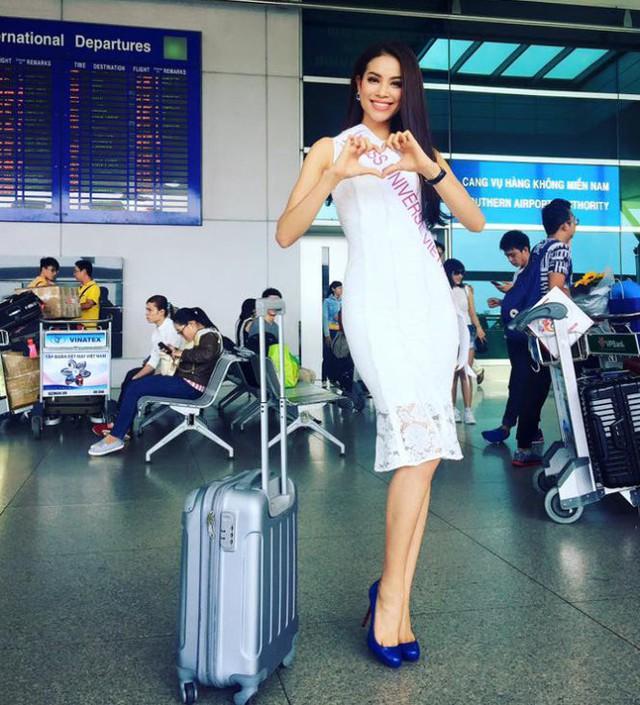 Phạm Hương diện một chiếc váy ren trắng nữ tính, tôn lên vẻ đẹp cơ thể khi xuất hiện tại sân bay Tân Sơn Nhất