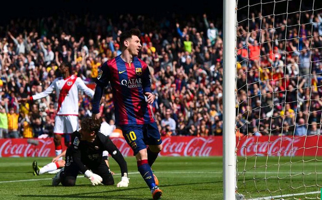 Barcelona 6-1 Rayo Vallecano: Không thể cản nổi Messi! Số 10 của Barca lại lập hat-trick trong trận đại thắng Vallecano. Ngoài ra, Suarez lập cú đúp trong khi Pique cũng có tên trong danh sách ghi bàn.