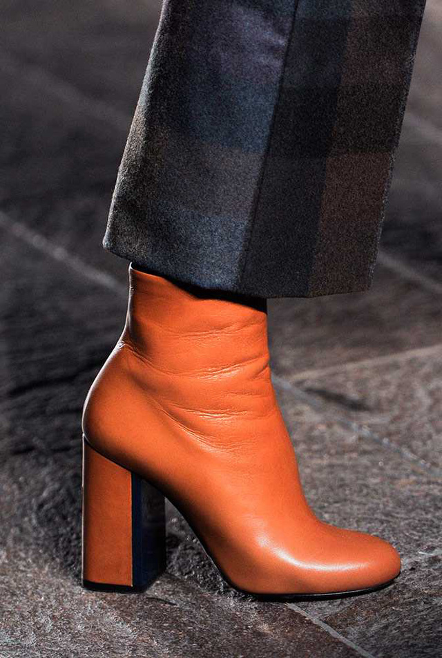 Mặc dù không có họa tiết hay điểm nhấn nhưng mẫu boots da mới của Vivienne Westwood vẫn rất quyến rũ.