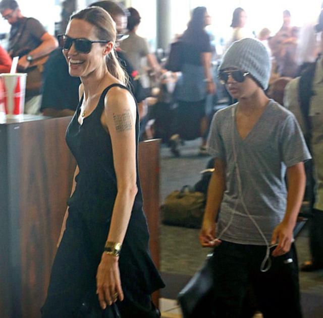 Angelina Jolie và con trai Maddox Jolie Pitt. (Ảnh: Us Mag)