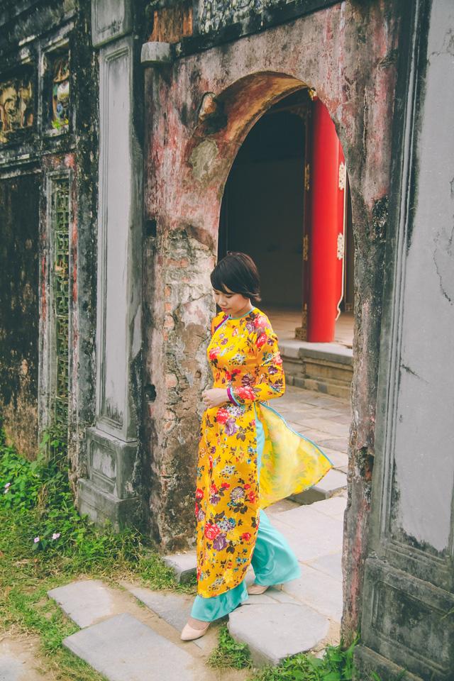 Đa số giới nữ ở cố đô đều mặc áo dài để bắt đầu chuyến đi đầu năm mới