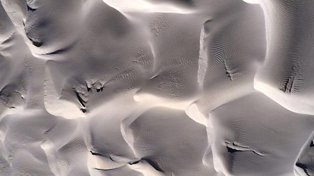 Hình ảnh những đụn cát nhìn từ trên không