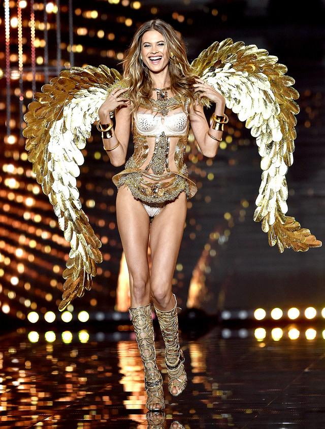 Behati Prinsloo gia nhập hàng ngũ thiên thần Victorias Secret từ năm 2009. Cô hiện đang chung sống hạnh phúc với người chồng điển trai Adam Levine.