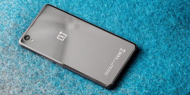 OnePlus X sở hữu thiết kế sang trọng với khung kim loại cứng cáp