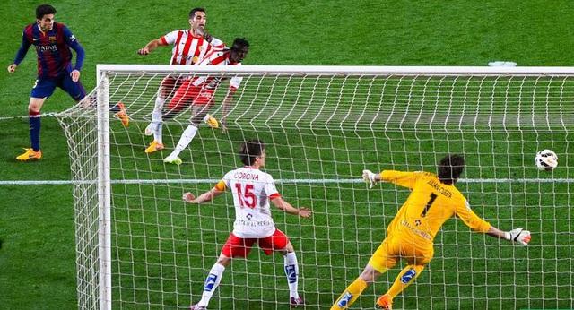 Barcelona 4-0 Almeria: Barca thắng lớn luôn có sự góp công của Messi. Ở trận này, sao trẻ Bartra có bàn thắng để đời.