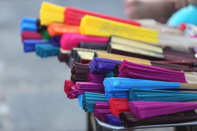 Những món đồ lưu niệm đầy màu sắc