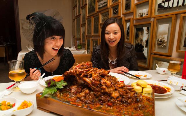Thành Đô (Trung Quốc) là điểm cuối cùng trong danh sách mà du khách không thể bỏ qua nếu muốn thưởng thức ẩm thực hấp dẫn. Ớt là loại gia vị không thể thiếu trong nhiều món ăn tại đây.