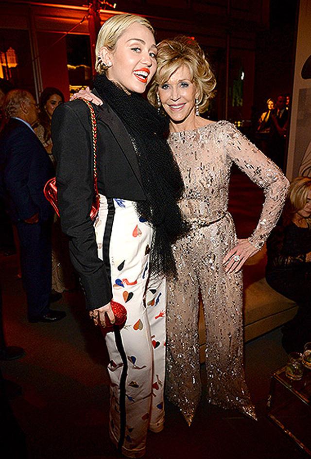 Miley Cirus vui mừng gặp gỡ Jane Fonda.