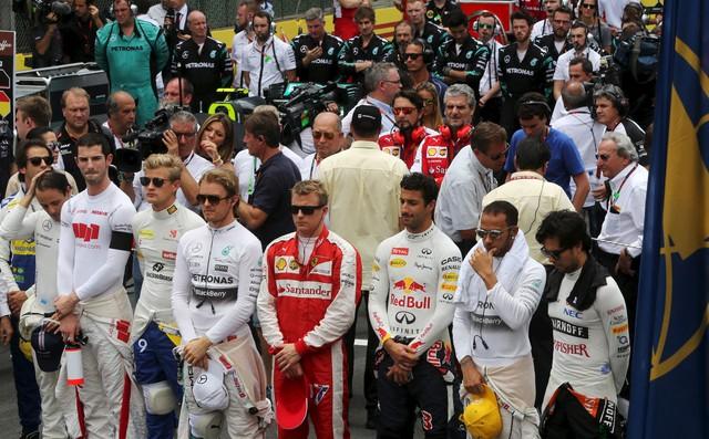 Các tay đua F1 dành 1 phút mặc niệm cho các nạn nhân