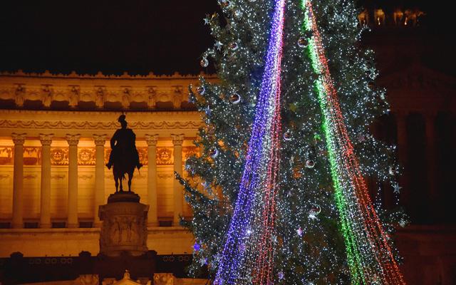 Đèn Giáng sinh nhiều màu sắc ở Rome, Italy