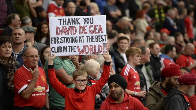 CĐV Man Utd hào hứng với quyết định tiếp tục gắn bó với CLB của De Gea.