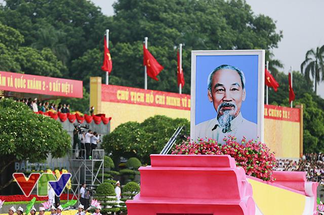 Chủ tịch Hồ Chí Minh sống mãi trong sự nghiệp của chúng ta!