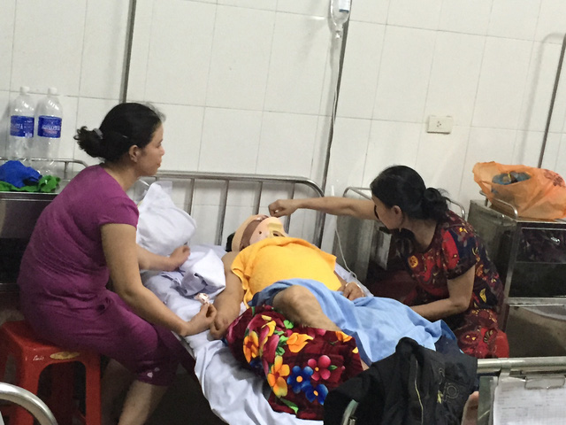 Các nạn nhân đang được cấp cứu tại Bệnh viện.