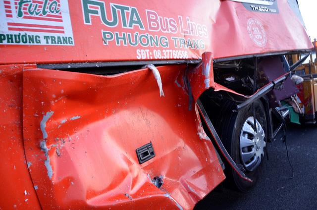 Phần hông xe khách bị hư hỏng