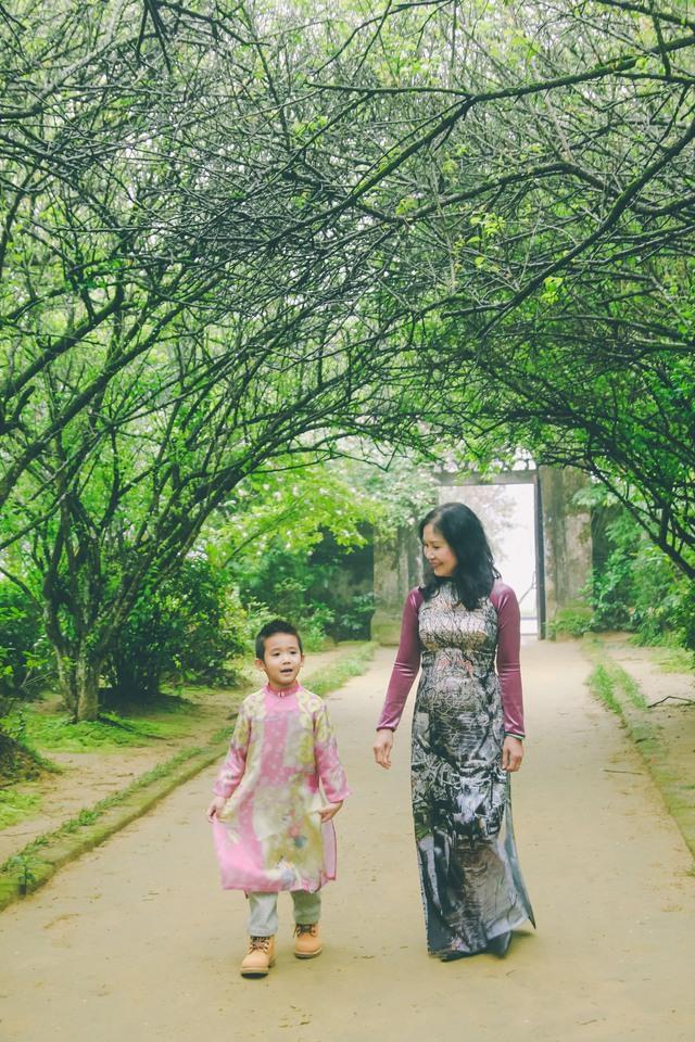 Cả nhà xông đất đầu năm ở nhà vườn An Hiên - Huế