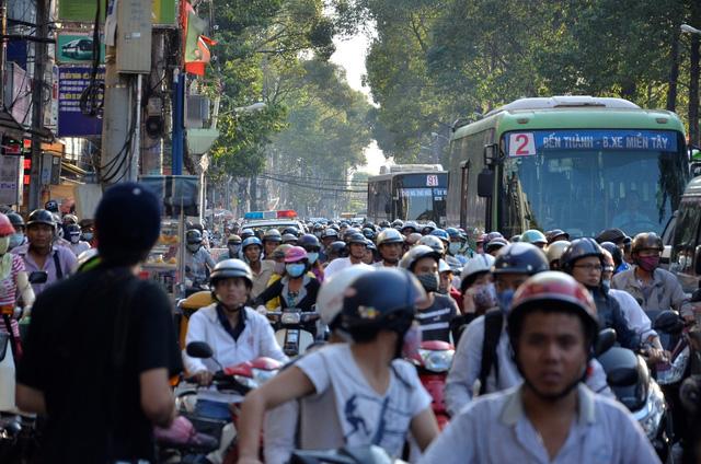 Tai nạn khiến giao thông trên đường 3 Tháng 2 kẹt xe kéo dài
