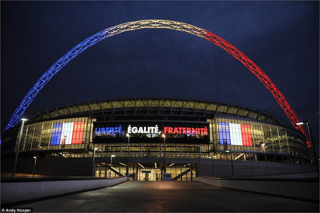 SVĐ Wembley đã được trang trí với cờ Pháp