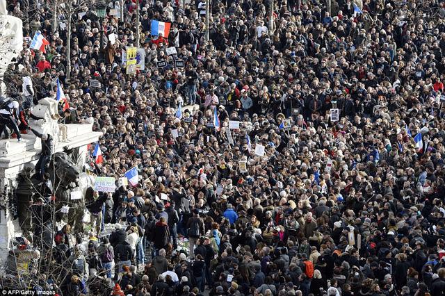 Ước tính hơn 1 triệu người tham gia cuộc tuần hành ngày 11/1. (Ảnh: AFP)