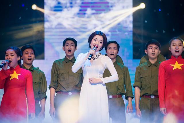 Ca sĩ Phạm Thu Hà lay động khán giả với ca khúc nhạc cách mạng