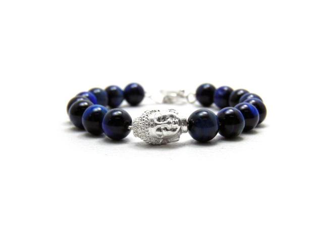Các sản phẩm vòng đá mang dấu ấn riêng của trang sức Brilloz. (Ảnh: Trí Thức Trẻ)