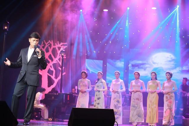 Tình khúc Ngô Thuỵ Miên và tiếng hát của Tuấn Ngọc đã giúp chương trình thoát nỗi lo ế vé.