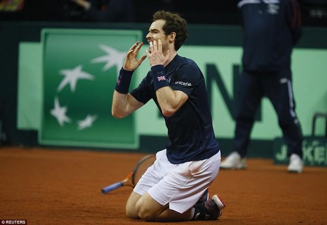 Murray hạnh phúc trong giây phút làm nên lịch sử. Ảnh: Reuters.
