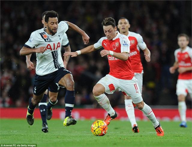 Ozil đã chơi khá năng nổ trong trận đấu với Tottenham