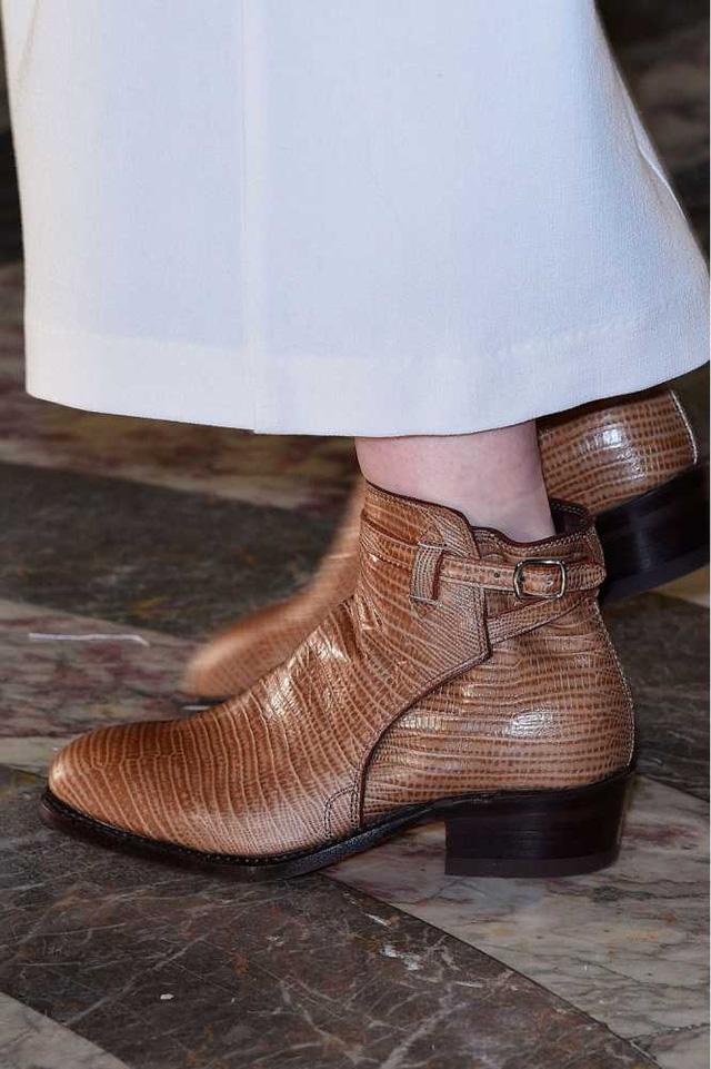 Đôi boots nâu cá tính xuất hiện trong show thời trang Kat Maconie at Fyodor Golan.