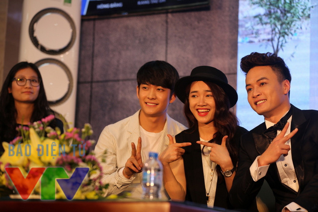 Tuy đối đầu với nhau trong phim, song, ở ngoài đời, Kang Tae Oh và Hồng Đăng tỏ ra rất thân thiết