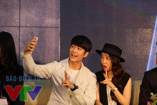 Hai diễn viên trẻ khiến fan không ngừng hò reo khi rủ nhau chụp ảnh tự sướng
