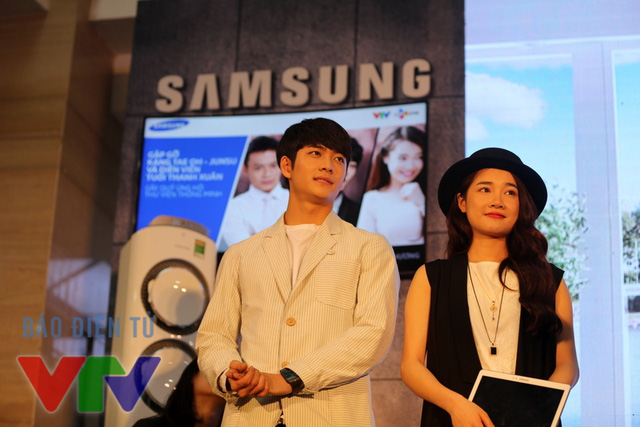Kang Tae Oh và Nhã Phương đang được đánh giá là cặp đôi truyền hình hot nhất hiện nay sau thành công của Tuổi thanh xuân