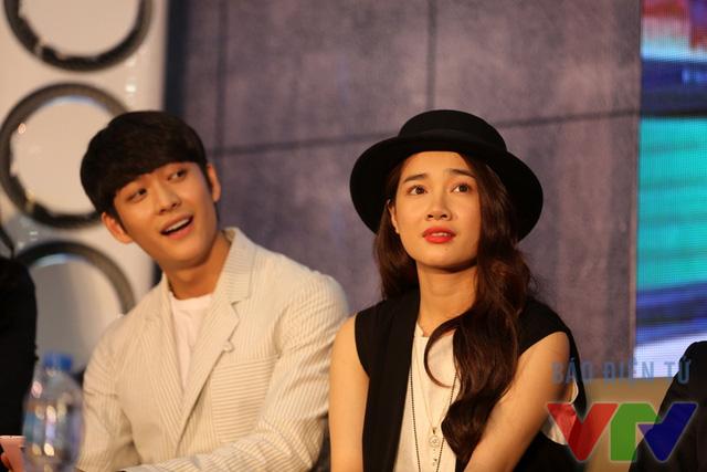 Một khoảnh khắc đáng yêu khi Kang Tae Oh trêu đùa Nhã Phương