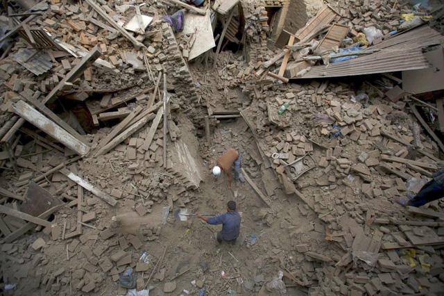 Công tác tìm kiếm và cứu hộ tại Nepal đang gặp khá nhiều khó khăn