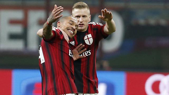 Nigel de Jong ấn định chiến thắng cho AC Milan
