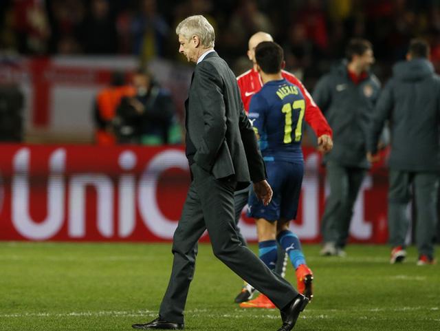 "Arsene Wenger sắp nhẩy khỏi ""con tàu đắm"" Arsenal?"