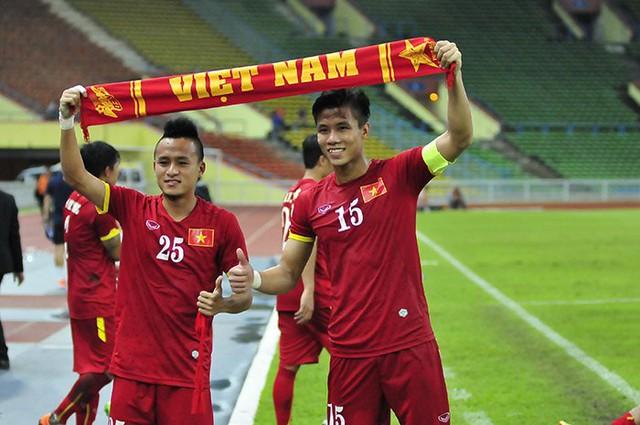 U23 Việt Nam mở toang cánh cửa dự VCK U23 châu Á 2016 sau khi đánh bại U23 Malaysia.