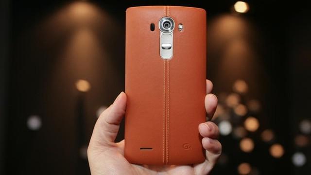 LG G4 với nắp lưng ốp da cao cấp