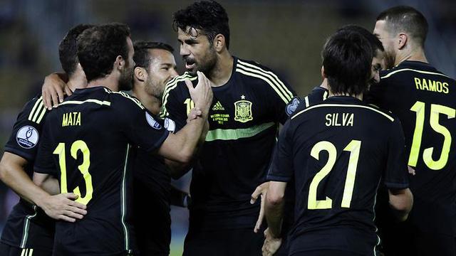 Tây Ban Nha có chiến thắng may mắn trước Macedonia