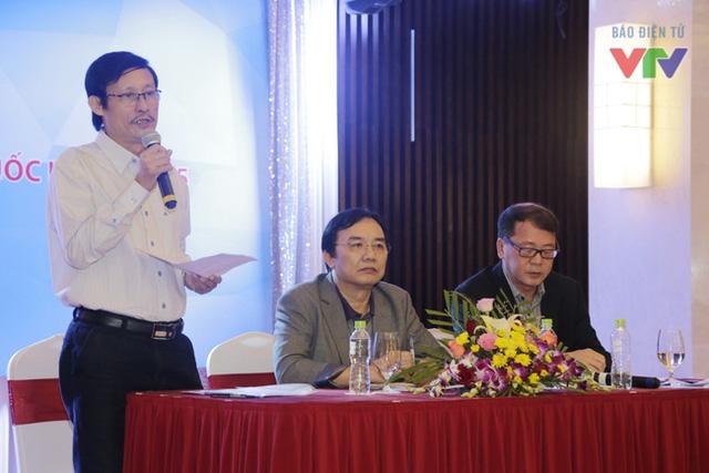 Nhà báo Lê Khánh Hòa phát biểu trong buổi gặp mặt