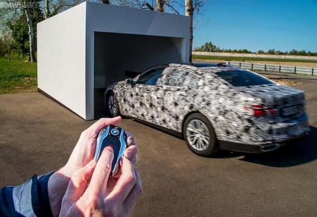 BMW 7-series phiên bản 2016 sẽ là mẫu xe đầu tiên của hãng xe Đức được trang bị hệ thống đỗ xe tự động